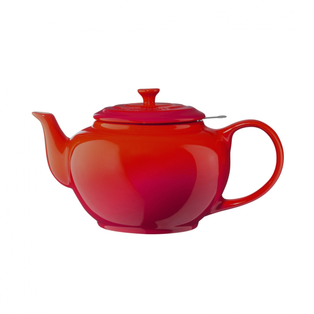 Le Creuset teapot with infuser